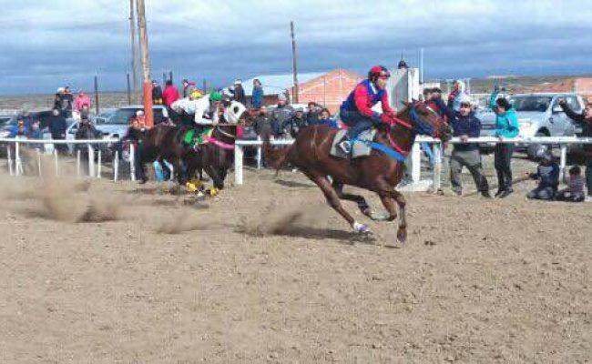 """El Centro Tradicionalista """"Rastros de Avestruz"""" organiza Gran Festival de jineteadas y carreras cuadreras"""