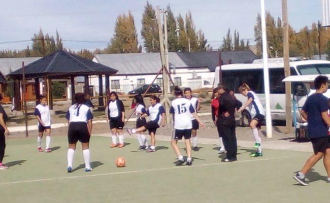 La Escuela  Municipal de Futbol  Femenino viajó a Los Antiguos y Perito Moreno