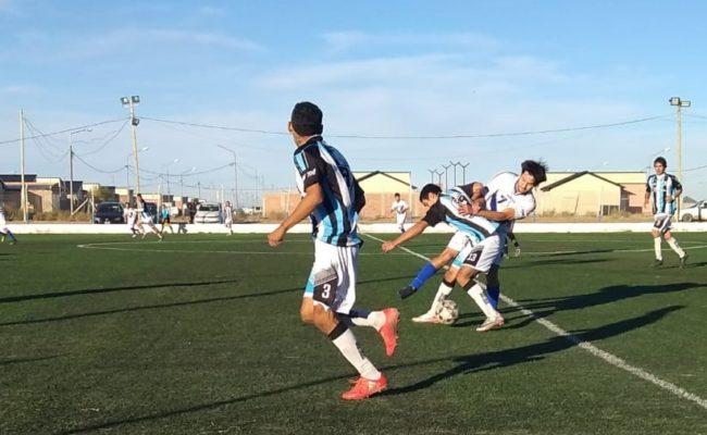 Otra  vez  el  líder  Nocheros no pudo con  El  Fortín:  igualaron  1  a  1